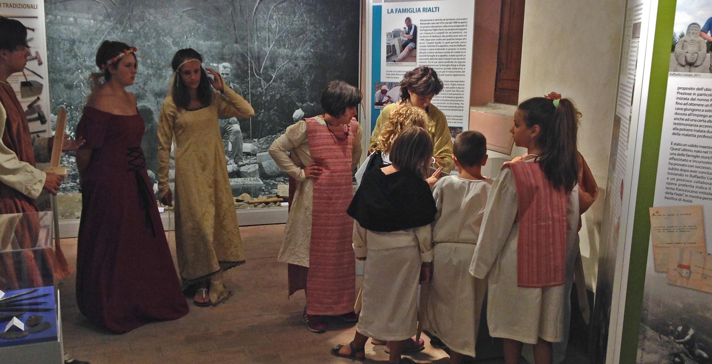 Visita in costume al Museo della Pietra Lavorata di Strada in Casentino