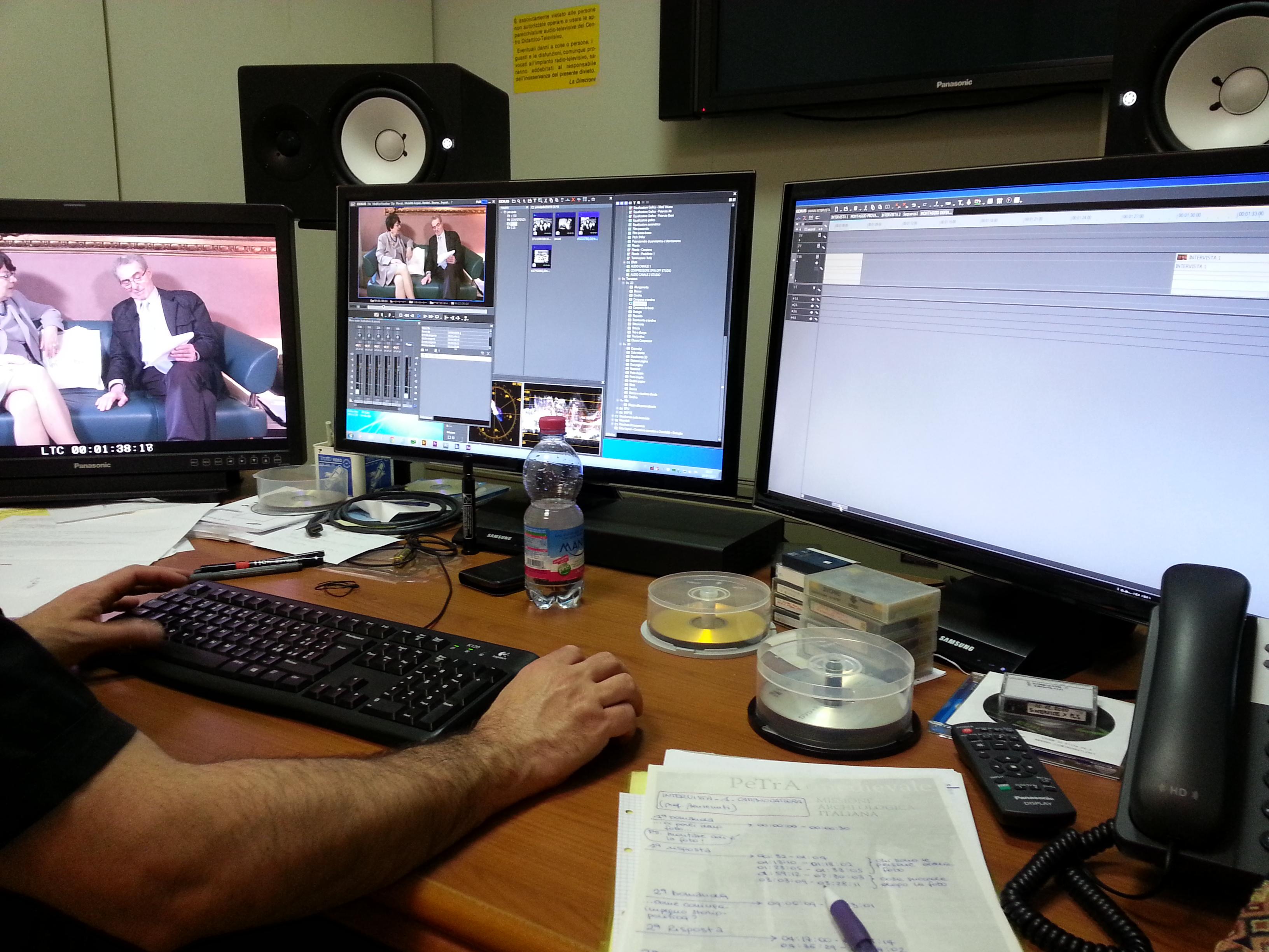 Il montaggio dell'intervista presso la sede del Servizio Produzione Contenuti Multimediali di Rifredi.